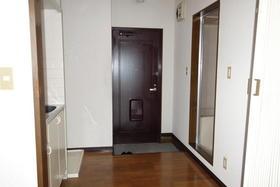 アヴニール鵠沼 301号室の玄関