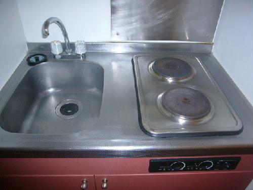 レオパレススプリング 104号室のキッチン