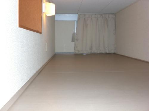 レオパレススプリング 104号室のベッドルーム