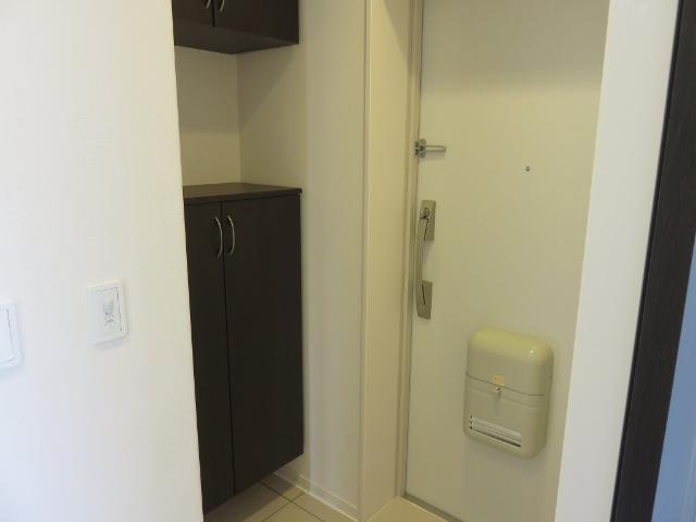 (仮称)平塚市紅谷町マンション新築工事 00201号室の玄関