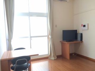 レオパレスCREW 103号室のリビング