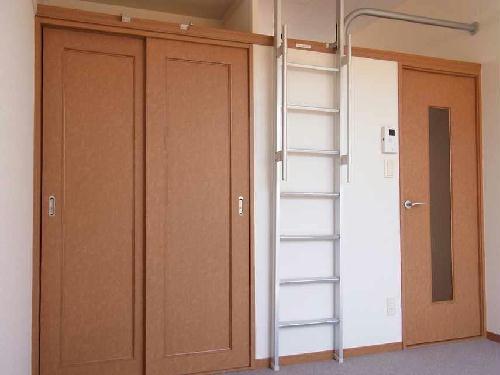 レオパレスフリーダム南金目Ⅷ 103号室のリビング