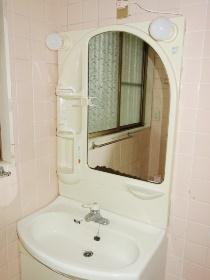 腰越戸建の洗面所