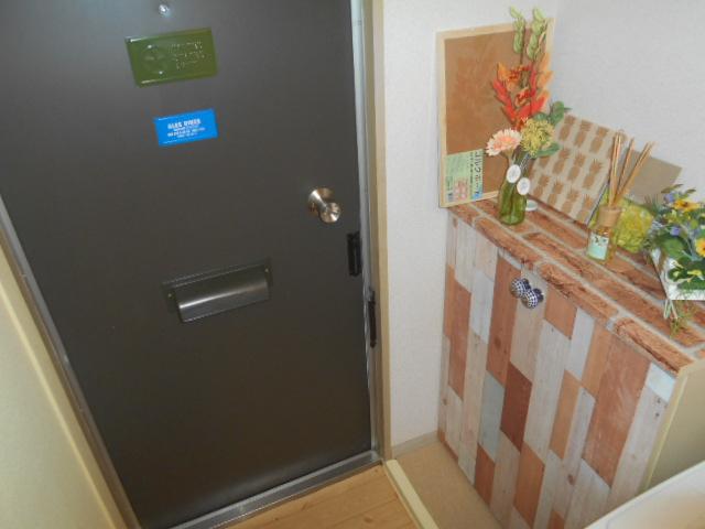 ヒカリハイツ 102号室の玄関