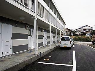 レオパレスコンフォールK 104号室の駐車場