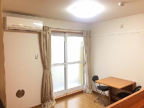 レオパレスコンフォールK 104号室のリビング