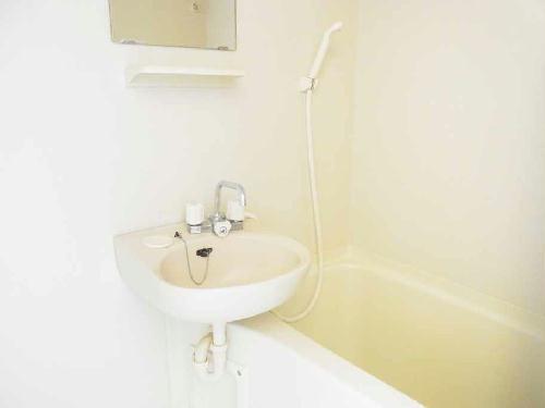 レオパレスKAZUⅢ 301号室の風呂