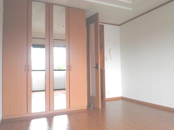 レジデンスSAKURA 101号室のリビング