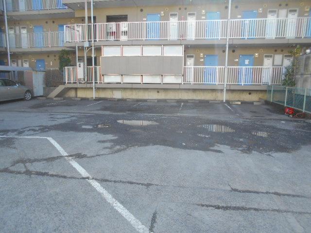 厚木ユースハイム 101号室の駐車場