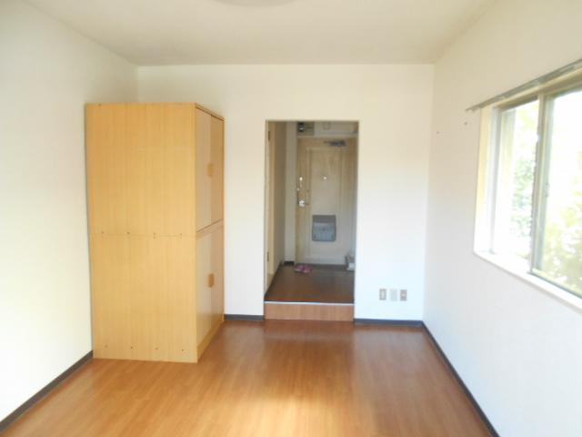 厚木ユースハイム 101号室のリビング
