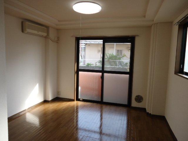 サンフラワー湘南 302号室のバルコニー