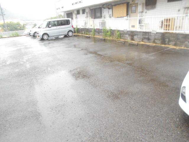 第2ニューリース神崎 103号室の駐車場