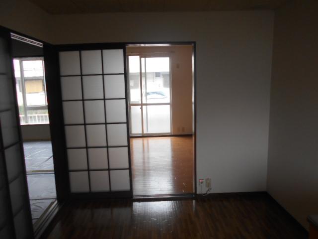 第2ニューリース神崎 103号室のリビング