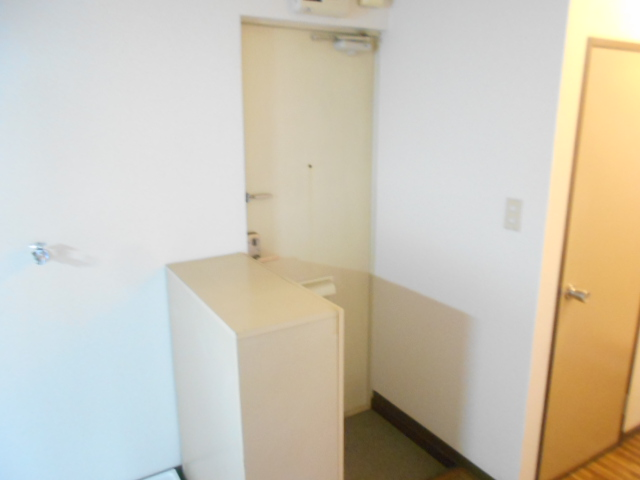 第2ニューリース神崎 103号室の玄関