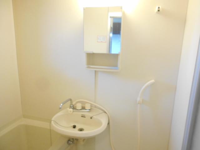 第2ニューリース神崎 103号室の洗面所