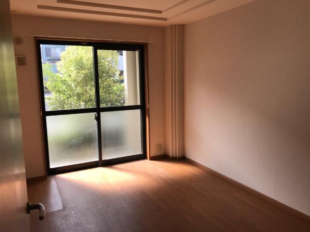 グランド・ソレイユ 00105号室の玄関