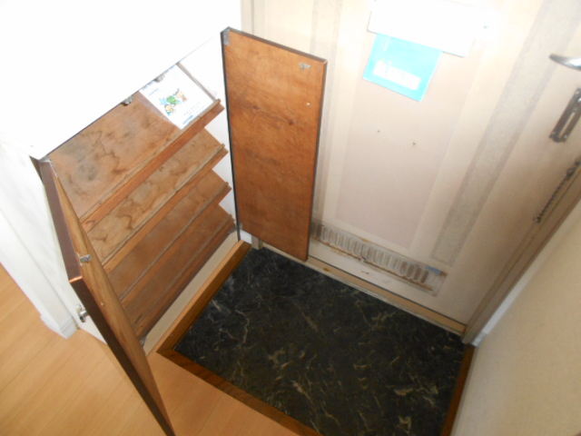 グリーンコーポ 202号室の玄関