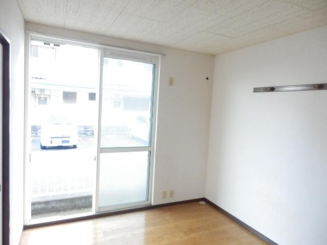 第2ニューリース神崎 105号室の玄関