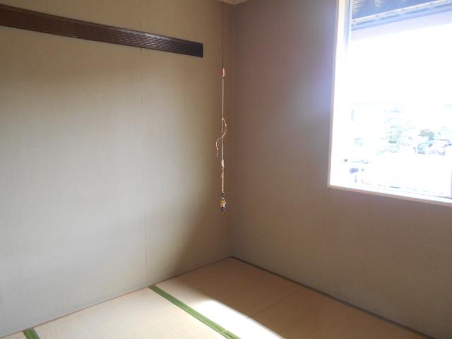 ラ・メゾン・ド・トゥルワ 201号室の居室