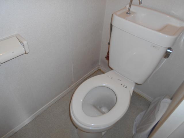 ラ・メゾン・ド・トゥルワ 201号室のトイレ