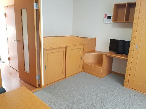 レオパレスグランドゥールⅡ 303号室のベッドルーム