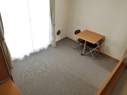 レオパレス愛 206号室のベッドルーム