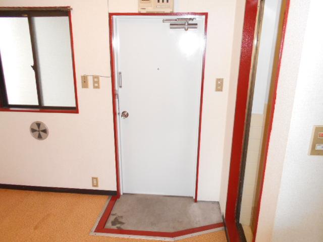 齋藤ビル 301号室の玄関