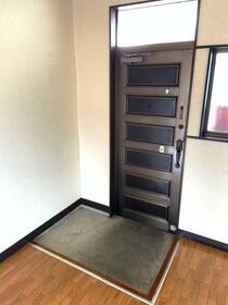 メゾン斉藤 203号室の玄関