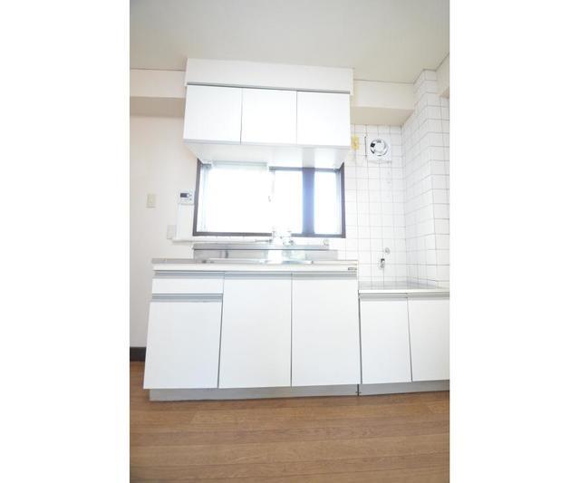 第1秋山エンタービル 401号室のキッチン