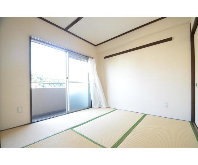 第1秋山エンタービル 401号室のバルコニー