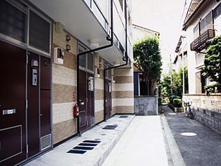 レオパレスASAHI 303号室のエントランス