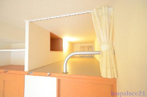 レオパレスASAHI 203号室のベッドルーム