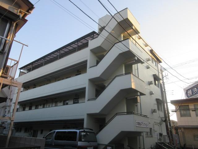 大倉山マンションの外観