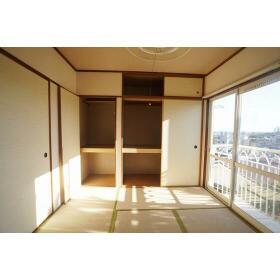 ホランド・ヴィレッジ 202号室の収納