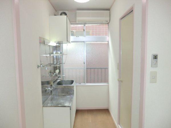 ゴールドパーク 204号室のキッチン