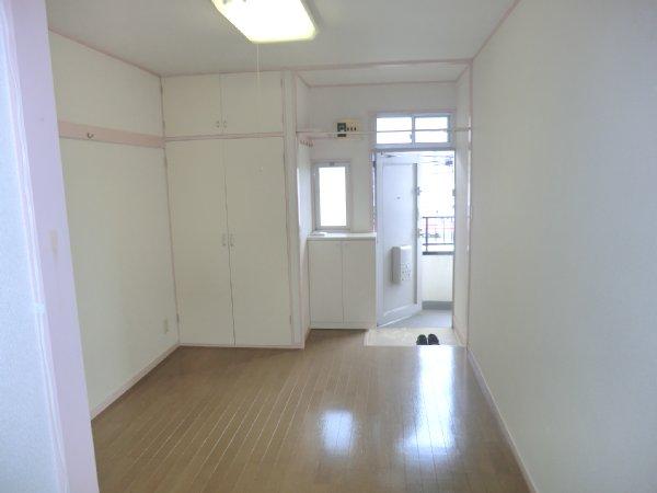 ゴールドパーク 204号室のリビング