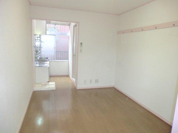 ゴールドパーク 204号室の居室