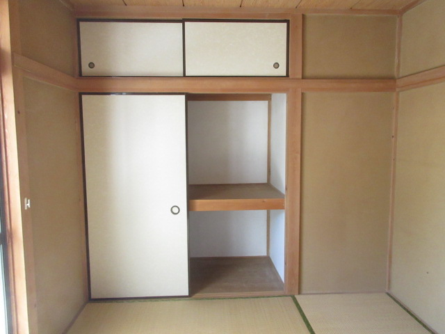 小菊荘 2F号室の収納