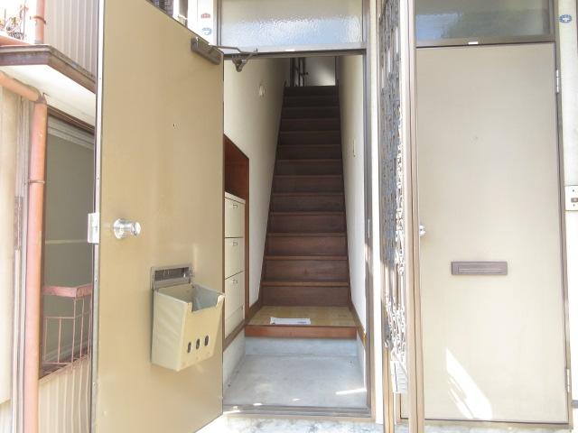 小菊荘 2F号室の玄関