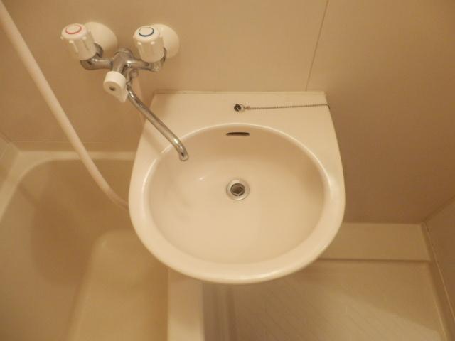 プログレス国立 103号室の洗面所