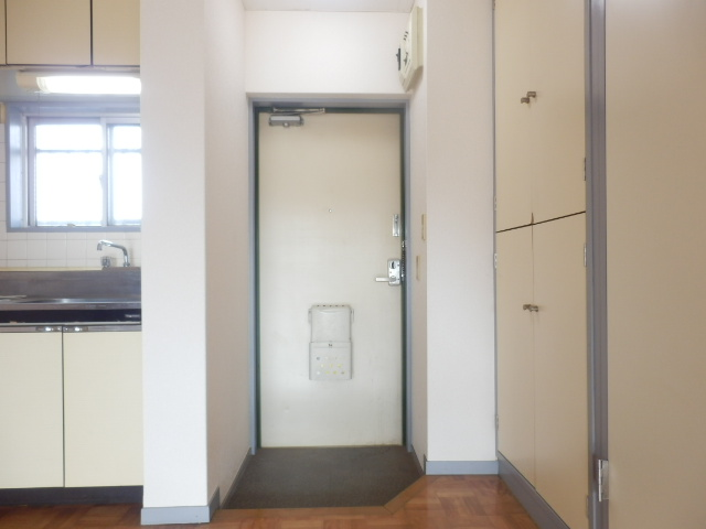 美野和パークタウン 102号室の玄関