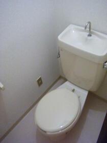 サツキビル 201号室のトイレ