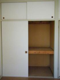 サツキビル 201号室の収納