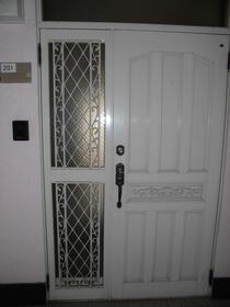 サツキビル 201号室の玄関
