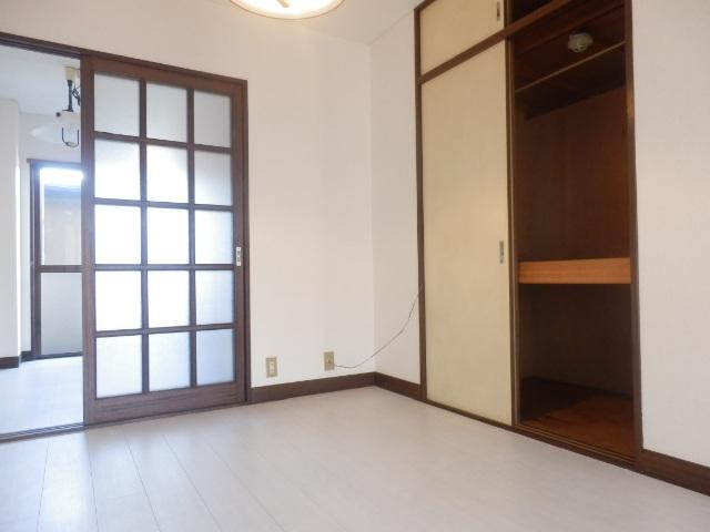 サンライズ高柳マンション 203号室の収納