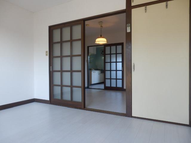 サンライズ高柳マンション 203号室の居室