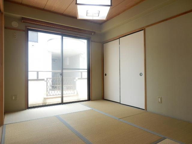 メゾンドカルムA 202号室のリビング