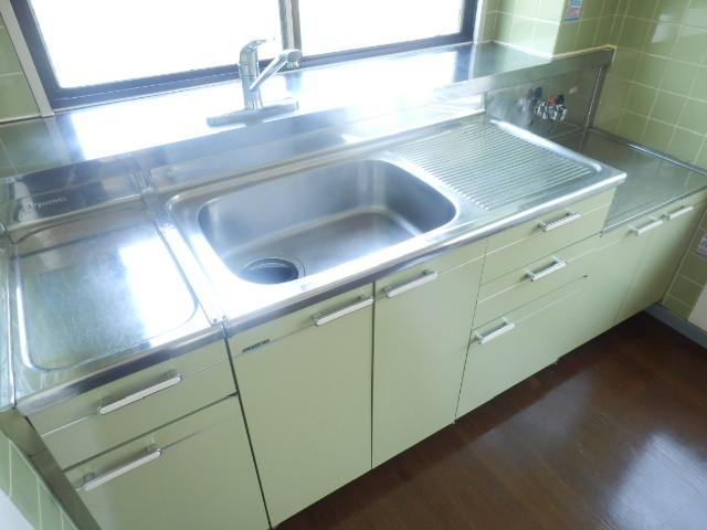 メゾンドカルムA 202号室のキッチン
