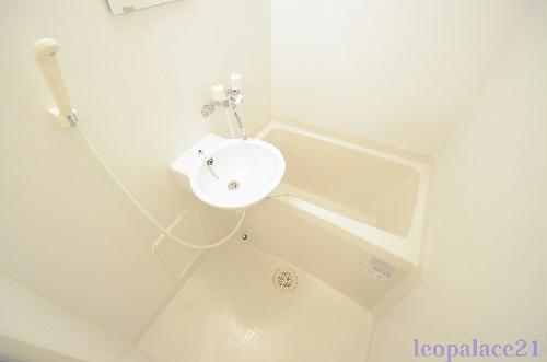 レオパレスパルティ-タ 110号室の風呂