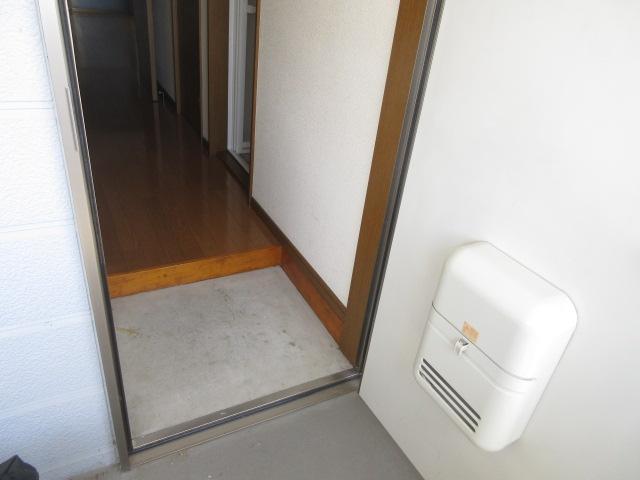 ハイム愛花D棟 204号室の玄関